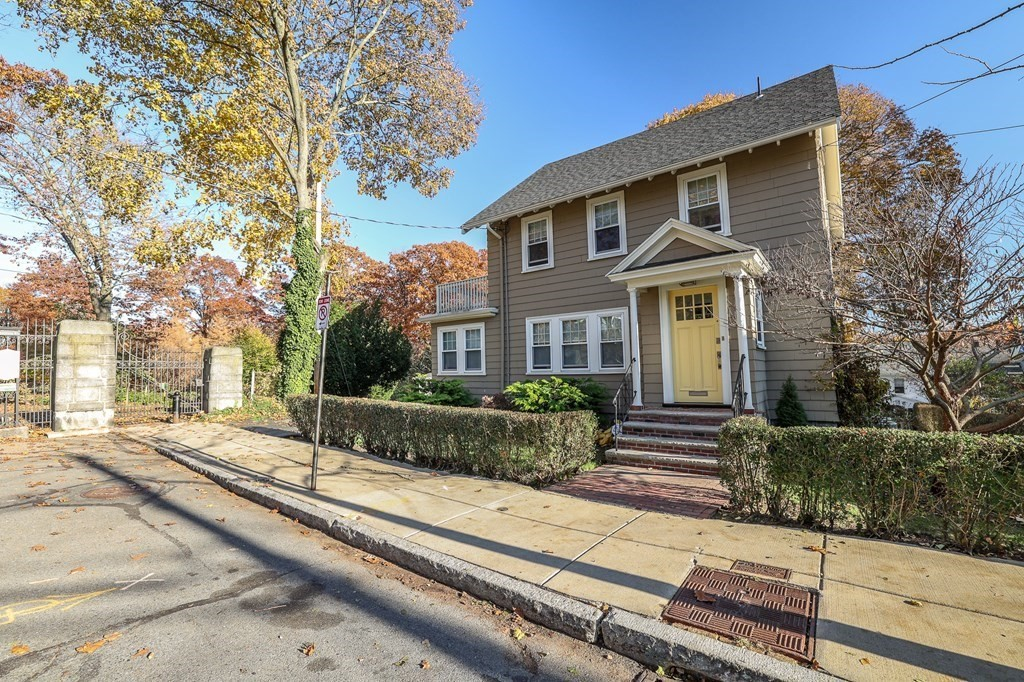 Roslindale, MA Pet Friendly For Sale
